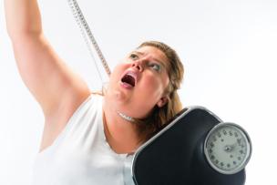 本気でダイエットで痩せようとしている女性